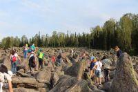 В будний день в Шерегеше отдыхает в среднем 950 человек (в выходные - 1 500). По данным центра бронирования Kuzuk, интерес к Горной Шории в этом году вырос на 18%, так как гостиничный городок на горе благоустроили и придумали летние развлечения для туристов.