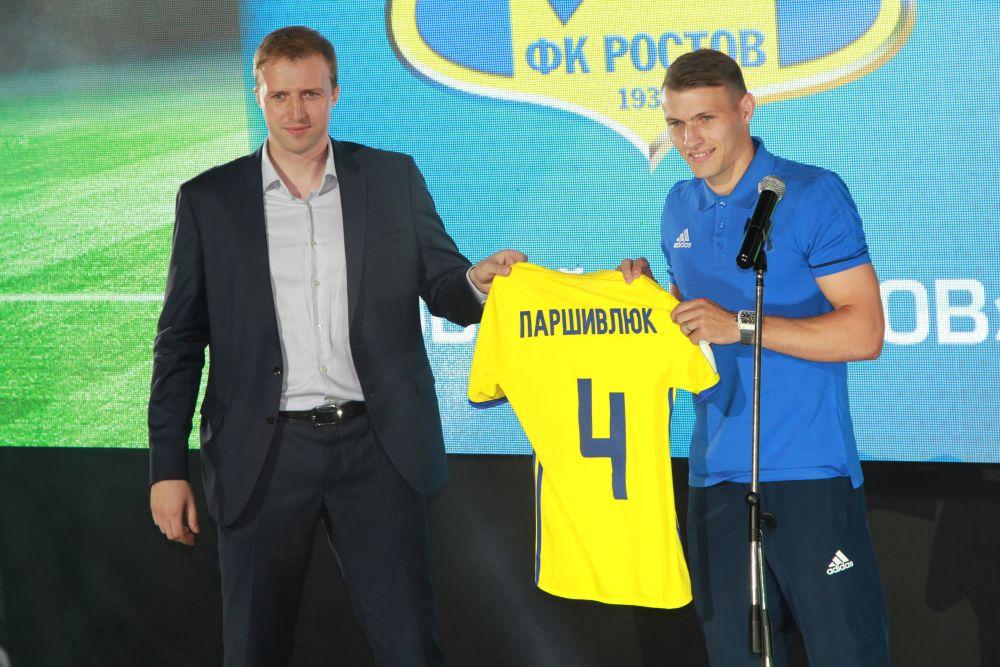 Особенно эмоционально отреагировали болельщики клуба на фразу Сергея Паршивлюка: «Мы постараемся сделать так, чтобы каждую игру на трибунах звучало – «Мужики».