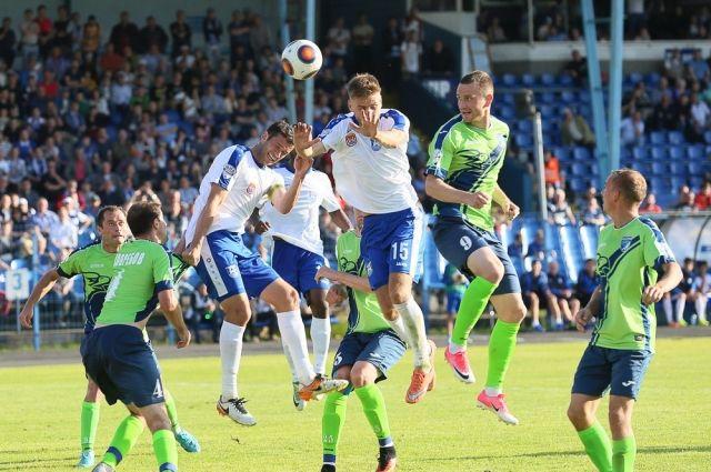 «Балтика» в меньшинстве сыграла вничью первый домашний матч против «Сибири».