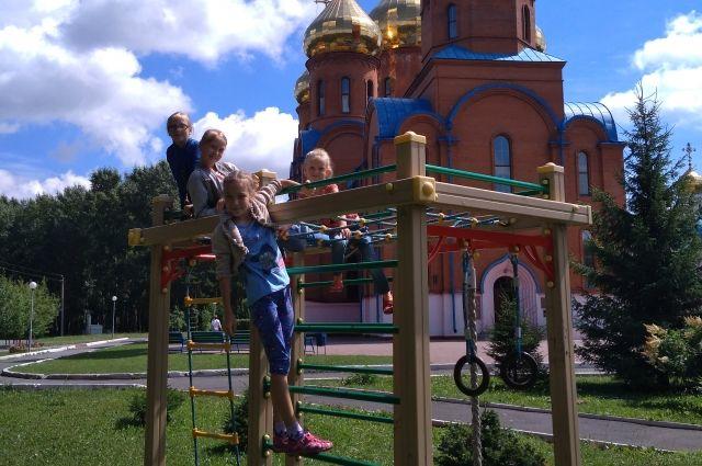 Сейчас православный летний лагерь уже посещают 10 воспитанников.