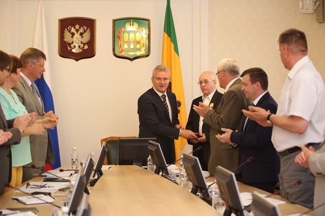 Губернатор выразил надежду на дальнейшее плодотворное сотрудничество с Октябрем Жёлтиковым.