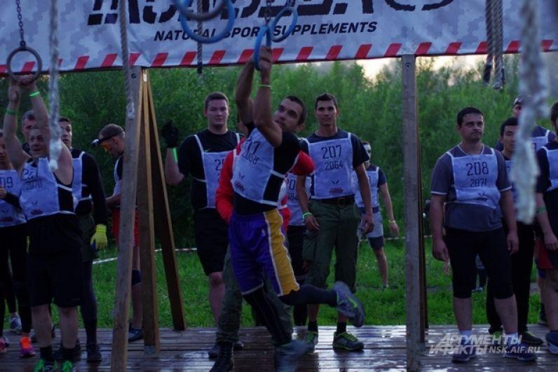Как только на город опустились вечерние сумерки, на полигоне в Кольцово было уже многолюдно.