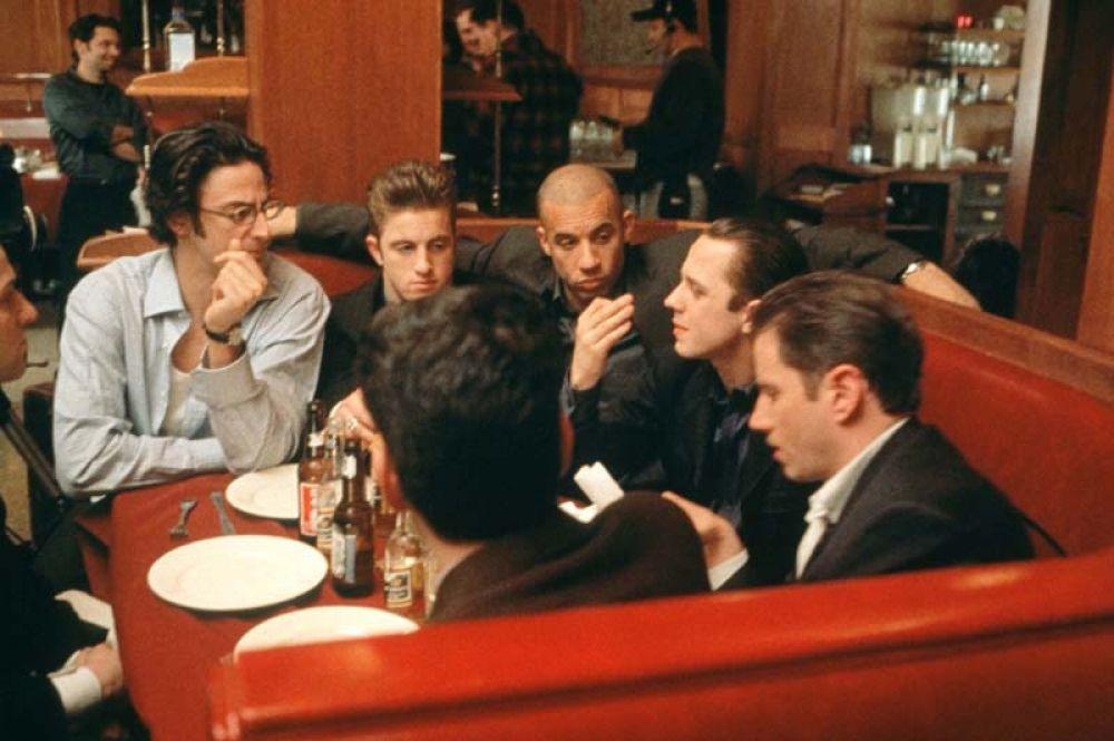 В начале 2000 года на кинофестивале «Сандэнс» состоялась премьера фильма Бена Янгера «Бойлерная» (2000), где актёр снялся в небольшой роли брокера Криса Варика.