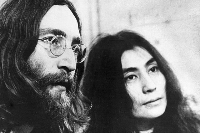 Джон Леннон и Йоко Оно.
