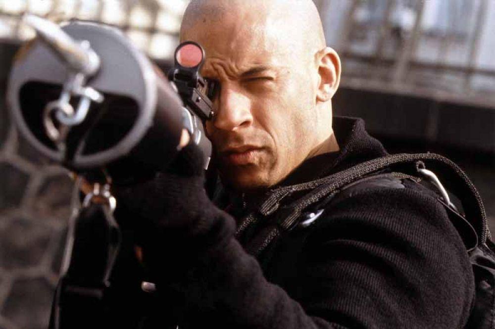В боевике «Три икса» (2002) режиссёра Роба Коэна Дизель сыграл экстремального супергероя Ксандера Кейджа.