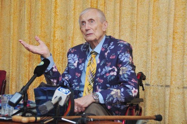 Евгений Евтушенко.