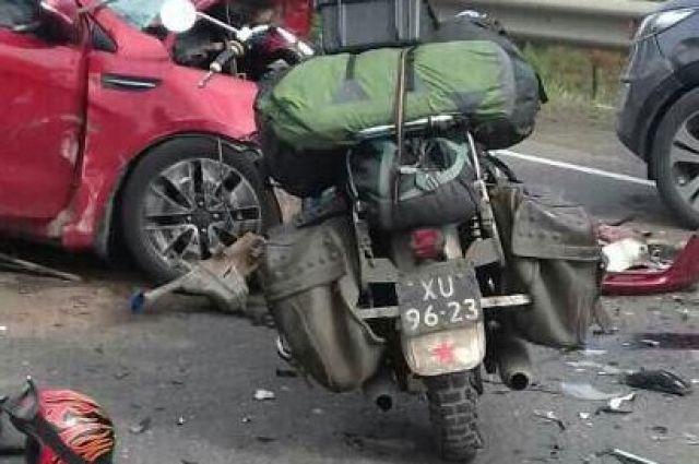 Со слов очевидцев, мотоциклист-иностранец с номерами ХУ 96-23 ехал из Голландии в Токио.