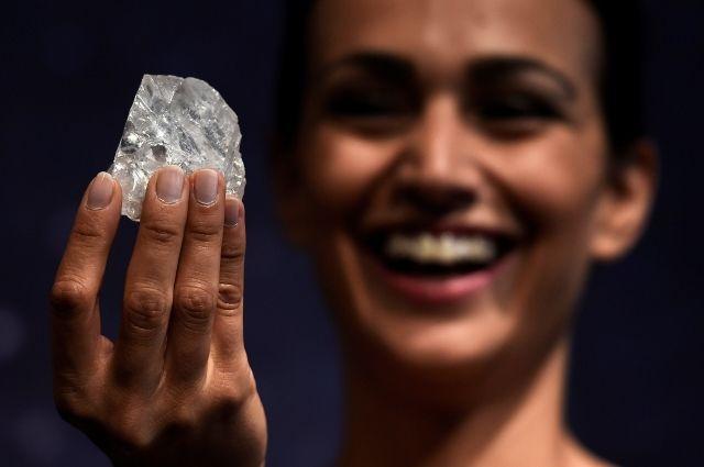 Владелец алмаза размером с теннисный мяч хочет распилить его для продажи - Real estate