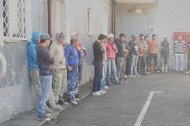 ФСБ выдворяет из РФ 18 иностранцев, нелегально проживающих в Калининграде.