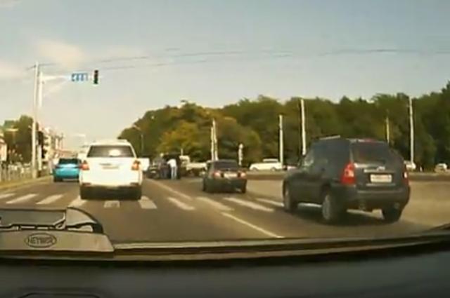 Пассажир джипа устроил стрельбу надороге вСтаврополе