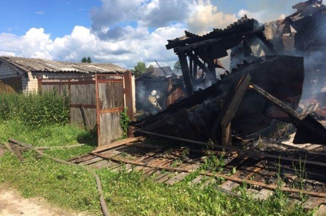 В Добрянке произошел крупный пожар, на котором погиб пожилой мужчина.