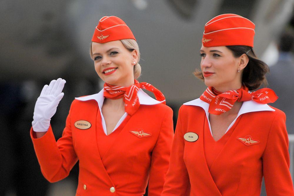 Стюардессы авиакомпании «Аэрофлот» на открытии Международного авиационно-космического салона МАКС-2017 в подмосковном Жуковском.