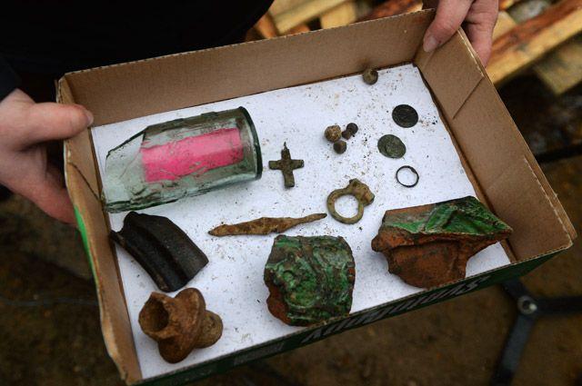 Исторические артефакты, обнаруженные археологами в ходе подготовительных работ по реконструкции центральных улиц Москвы.