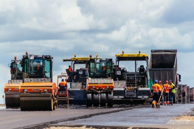 Погода корректирует планы строителей, но они всё равно стараются выполнить ремонт дорог досрочно.