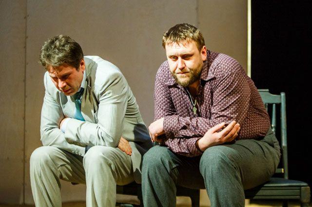 Николай Шрайбер (справа) в роли Ракитина в спектакле «Месяц в деревне».