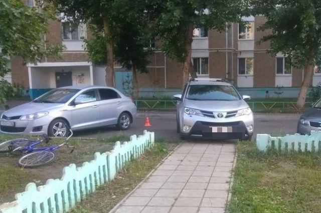 В Оренбурге водитель Toyota сбил во дворе дома 6-летнего пешехода.