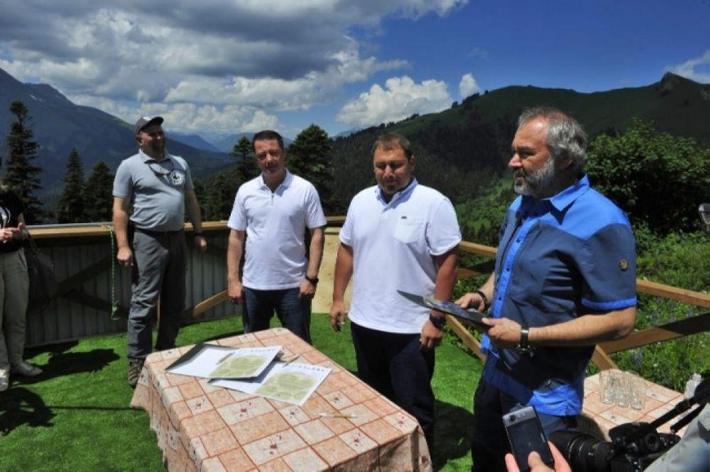 Ученые обсуждают, куда именно в горах Кавказа выпускать подросших зверей.