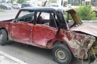 Несовершеннолетний водитель и двое его пассажиров с травмами были доставлены в больницу.