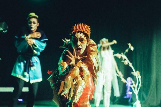 Открытие фестиваля «Театральный дворик». Сиспанским акцентом ибез