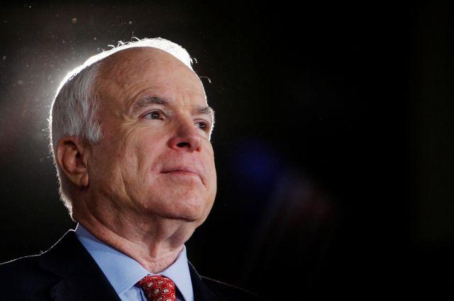 Посылаем молитвы Маккейну: Трамп выразил поддержку сенатору, укоторого обнаружили рак