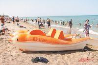На пляже здесь яблоку негде упасть, но море чистое и тёплое...