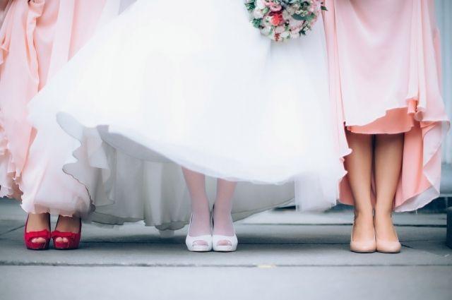Запишитесь на репетицию причёски и макияжа, чтобы в день свадьбы не удивляться отражению в зеркале.