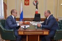 Александр Бречалов и Анатолий Лесун во время совещания.