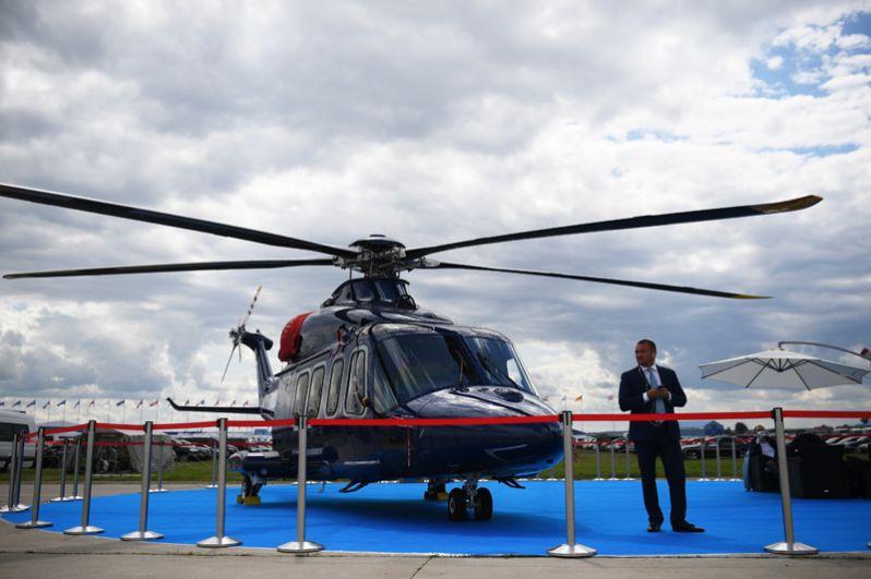 Транспортный вертолет AgustaWestland AW139 на Международном авиационно-космическом салоне МАКС-2017 в Жуковском.