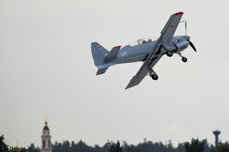 Новый учебно-тренировочный самолет Як-152 во время демонстрационных полетов на Международном авиационно-космическом салоне МАКС-2017 в подмосковном Жуковском.