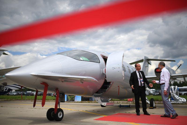 Транспортный самолет Piaggio P 180 Avanti на Международном авиационно-космическом салоне МАКС-2017 в Жуковском.