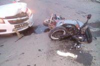 Автомобиль Chevrolet Cruze не пропустил мотоциклиста, который ехал по встречке.