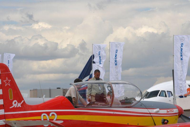 Новый учебно-тренировочный самолет Як-152, представленный на Международном авиационно-космическом салоне МАКС-2017 в подмосковном Жуковском.