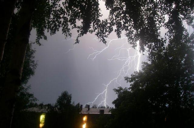 Вовремя нынешней грозы молния ударила вопору ЛЭП