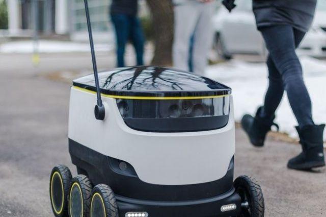 Наулицы Таллина выпустили роботов-почтальонов