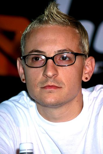 Честер — единственный участник группы Linkin Park, у которого не было высшего образования.