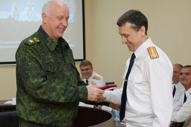 Александр Бастрыкин наградил служащих следственного комитета региона