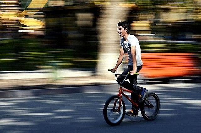 На улице Широтной водитель легковушки сбил мальчика на велосипеде
