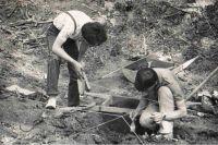 На страшные находки первыми наткнулись старатели, затем раскопками на месте занялись археологи.