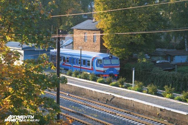 В Калининграде поймали хулигана, обстрелявшего поезд камнями.
