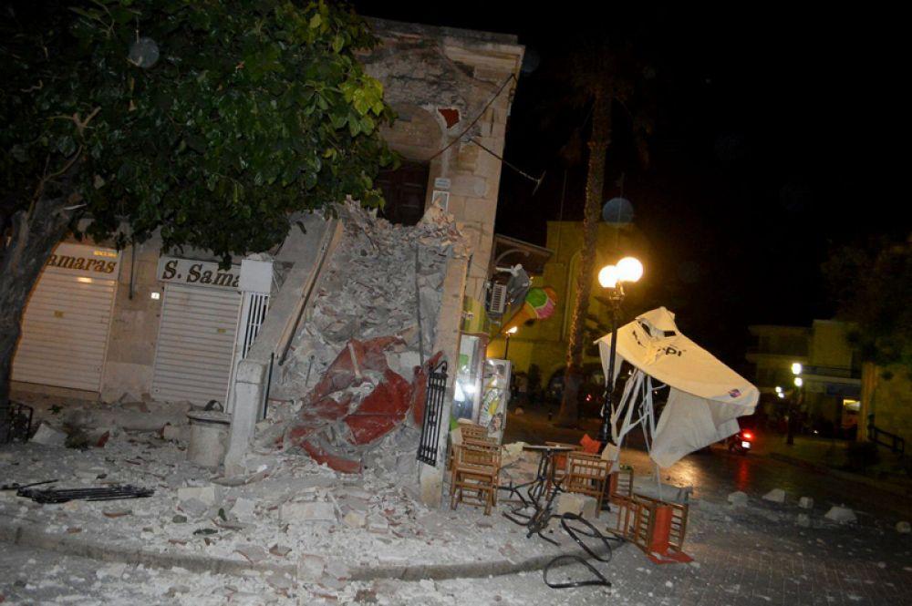 Последствия землетрясения на острове Кос в Греции.