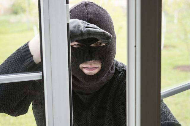 ВБрянске ловкий мошенник похитил через окно ноутбук