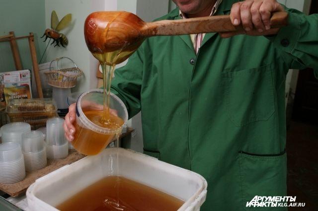 На празднике можно будет отведать меда и купить сувениры.