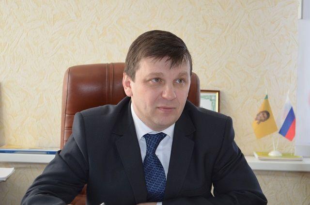 Андрей Бурлаков начал свою карьеру в региональном минсельхозе в 1997 году.