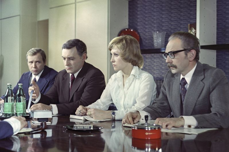 Фильм «И другие официальные лица» режиссёра Семена Арановича, 1976 год. На снимке: Ирина Мирошниченко и Вячеслав Тихонов.