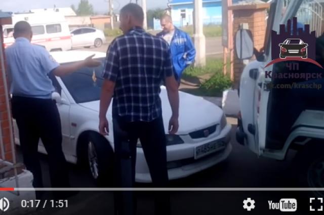 Впоселке Березовка Красноярского края девушка на Хонда недавала проехать «скорым»