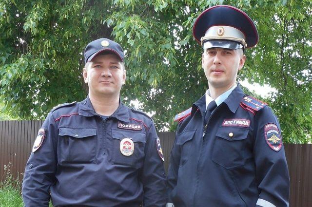 Сотрудник патрульно-постовой службы Александр Жартун и инспектор ГИБДД Алексей Лоскутов бросились в погоню.