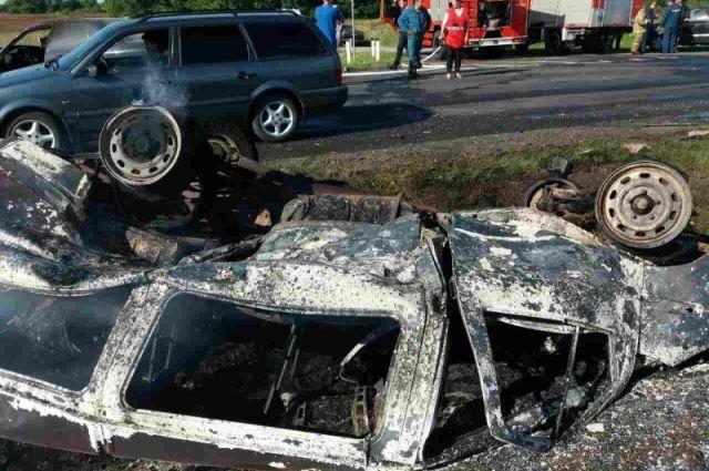 В ДТП под Черняховском заживо сгорел водитель микроавтобуса.