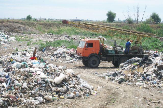 Незаконные залежи мусора помогают ликвидировать тюменцы
