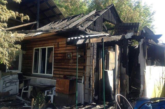 Частный одноэтажный дом на улице Перенсона в краевом центре сгорел из-за короткого замыкания 16 июля.