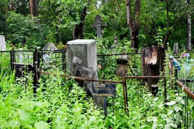 В Ноябрьске горят кладбища